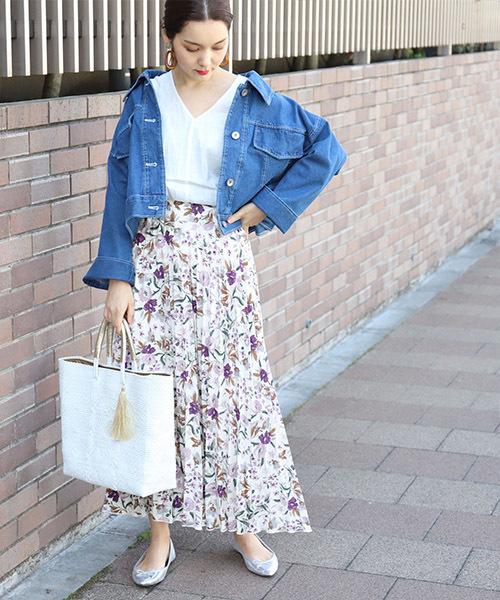 きれいめに着こなすことが多い花柄スカート。