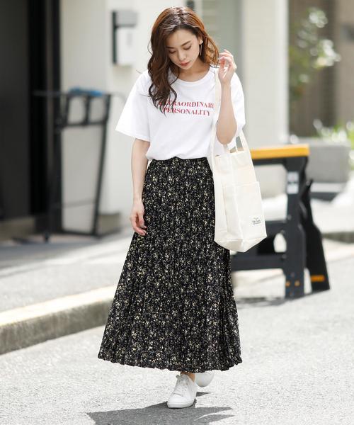 プリントTシャツ×花柄プリーツスカート