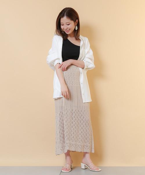 透かし編みが軽やかなラップスカートコーデ