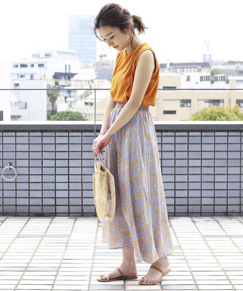オレンジカットソー×フラワーギャザースカート