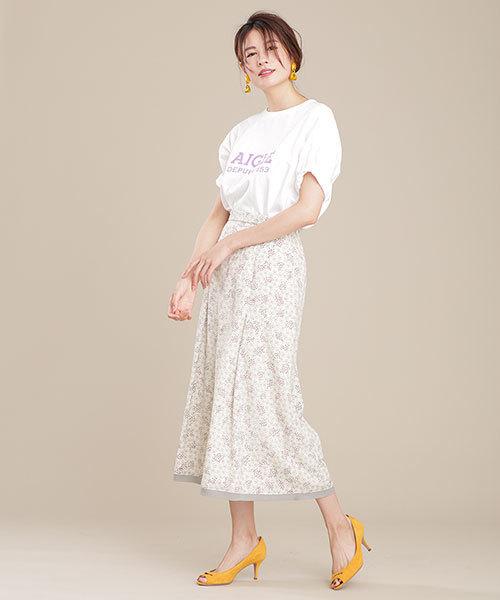 ロゴTシャツ×ボタニカルドットスカート