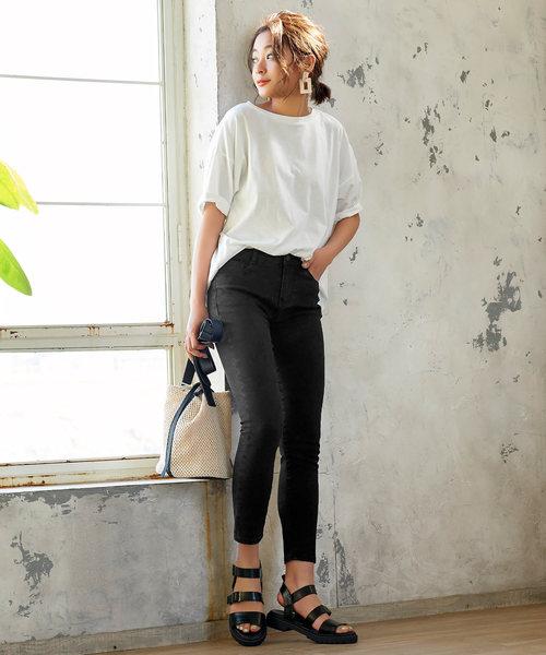 シンプルスキニーパンツ×白Tシャツ