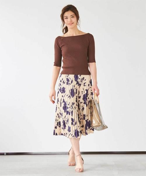 花柄プリーツスカート×ブラウンニット
