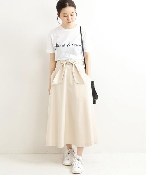 白ツイルリボンスカート×Tシャツ
