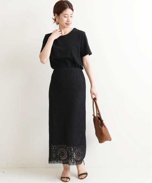 ラッセルレースタイトスカート×黒Tシャツ