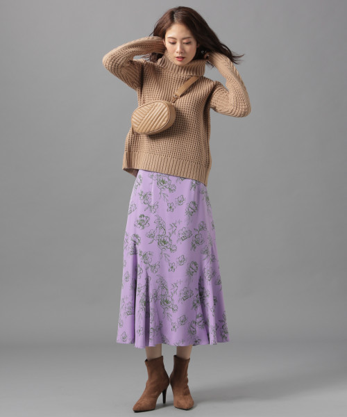 ざっくりニット×花柄フレアスカート