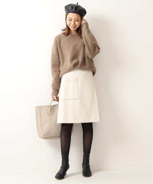 ベージュニット×ラップ風スカート