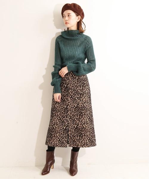 グリーンニット×モールジャガードスカート