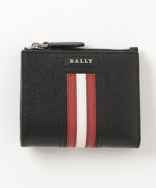 人気ブランドの二つ折りコンパクト財布