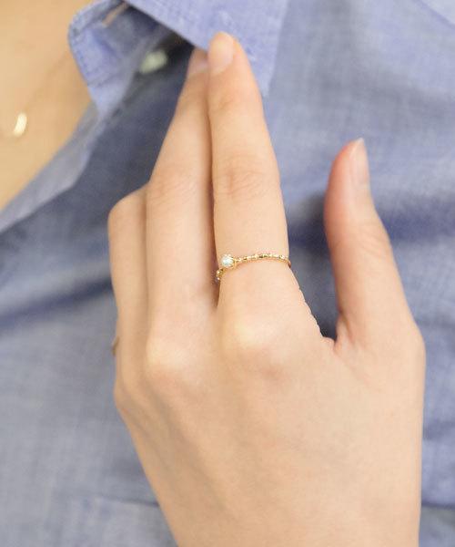 女性らしい手元を作る淡水パールの指輪