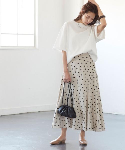 ドット柄ロングスカート×白Tシャツ