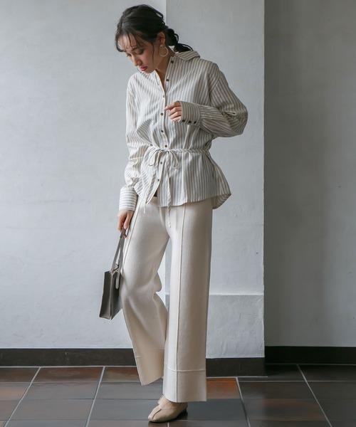 白パンツ×ストライプギャザーシャツコーデ