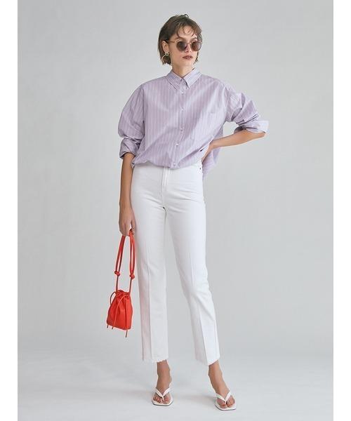 白パンツ×紫ストライプ柄シャツコーデ