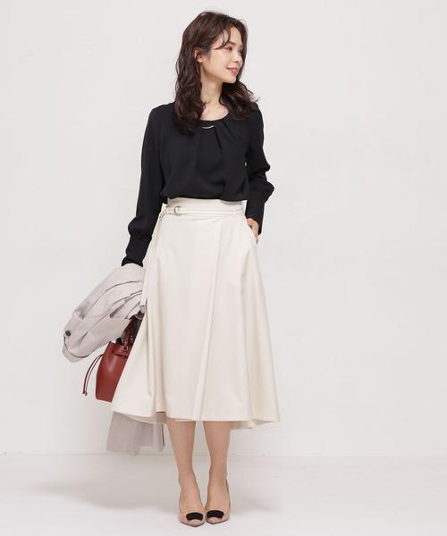 女性らしさ満点◎黒BL×ラップスカート