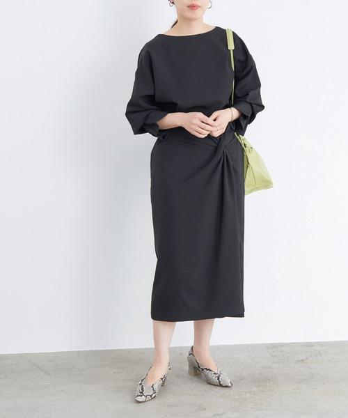 黒ねじりスカートの上品コーデ