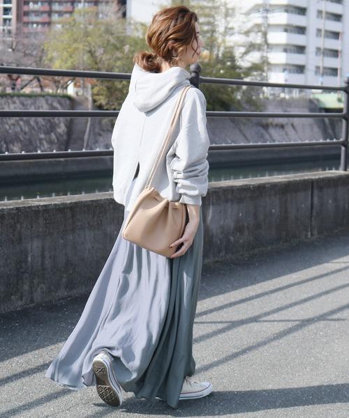 旬顔サテンスカート