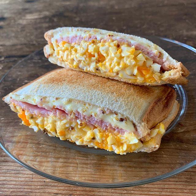 話題のおつまみに!チーズハム卵でホットサンド
