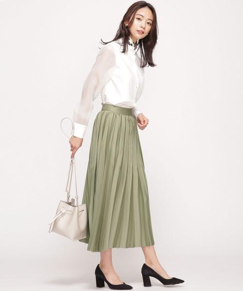 サテンスカートのきちんとコーデ