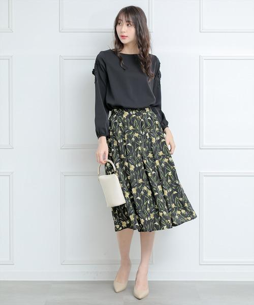 レディースブラウス×花柄フレアスカート