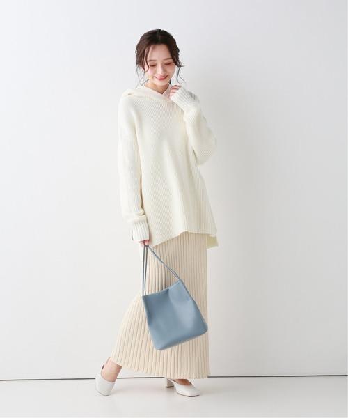 白ニットスカート×白フーディーニット