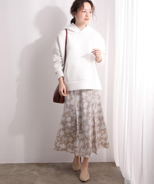 レディースパーカー×花柄サテンスカート