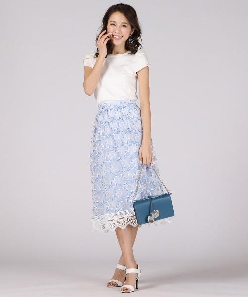 刺繍スカートのきれいめコーデ