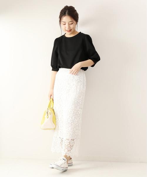 黒プルオーバー×白レーススカート