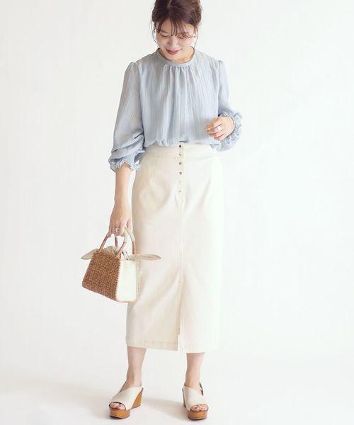 フリルスリーブブラウス×ホワイトスカート