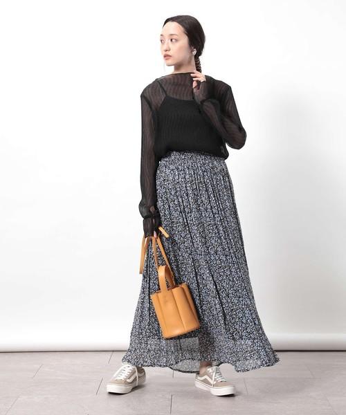 シアートップス×花柄スカート
