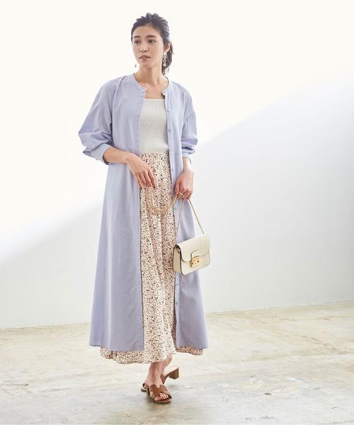 総柄セミフレア白スカート×ロングシャツ