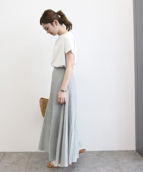 落ち感のあるプリーツスカートでAラインコーデ
