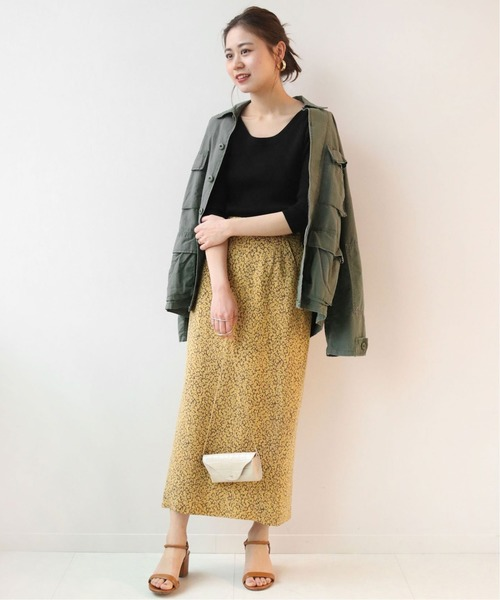 ミリタリージャケット×Iライン花柄スカート