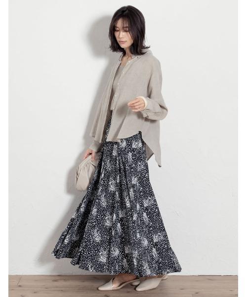 レディースシャツ×花柄マキシスカート