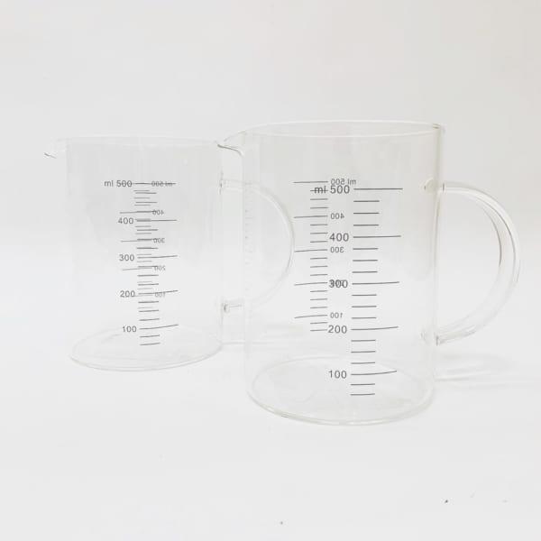 ガラス製の耐熱計量カップ