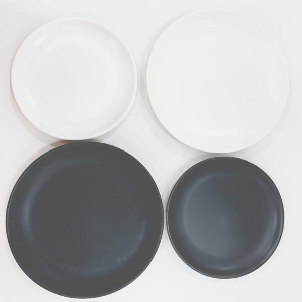落ち着いたモノトーン丸皿