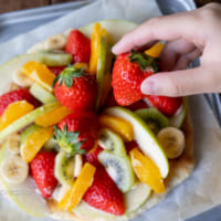【連載】春休みにホットケーキミックスで簡単おやつ!子供と作れるフルーツピザ♪
