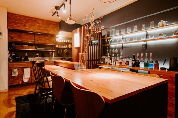 自宅を隠れ家カフェ&バーに改装