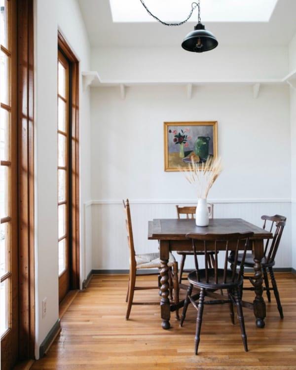 アンティーク家具が引き立つインテリア