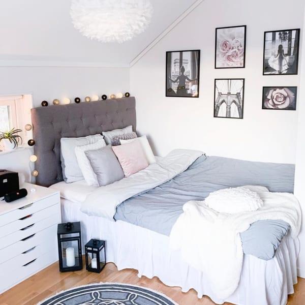ベースをシンプルにまとめた寝室