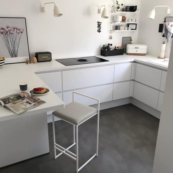 明るく清潔感溢れるキッチンインテリア
