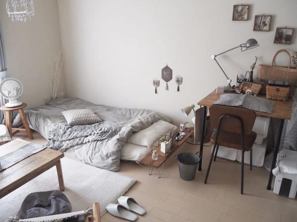 部屋を広く見せている寝室