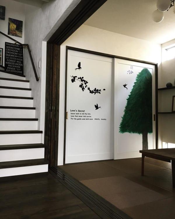 扉や目隠しがおしゃれな押入れの収納アイデア3