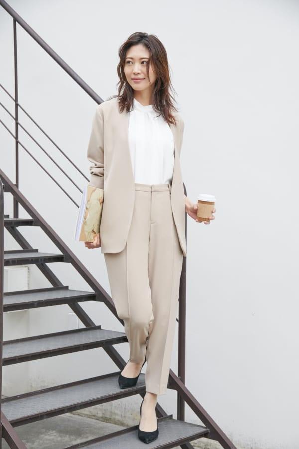 大人女性のオフィスカジュアルの服装