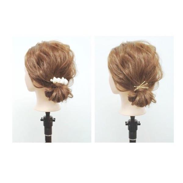 簡単シニヨンのデート向けミディアムの髪型