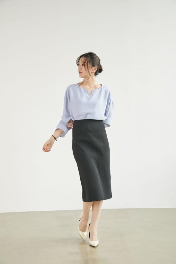 キーネックブラウス×ニットタイトスカート