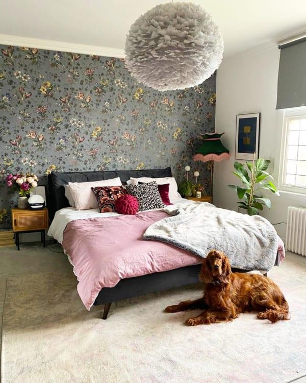 アクセントクロスがおしゃれな寝室