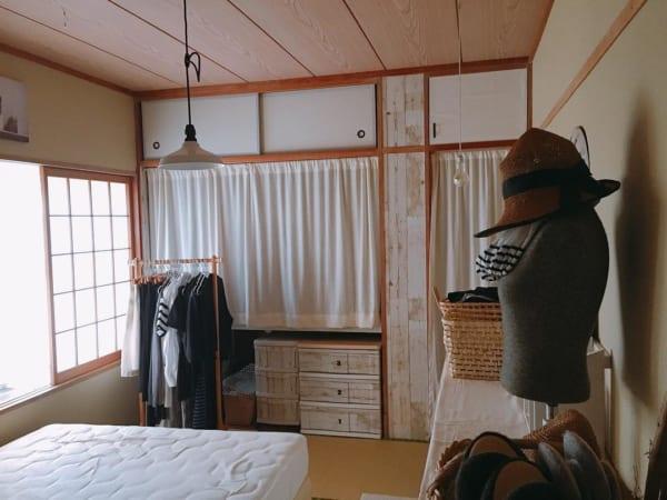 押入れ収納に便利な目隠しカーテン
