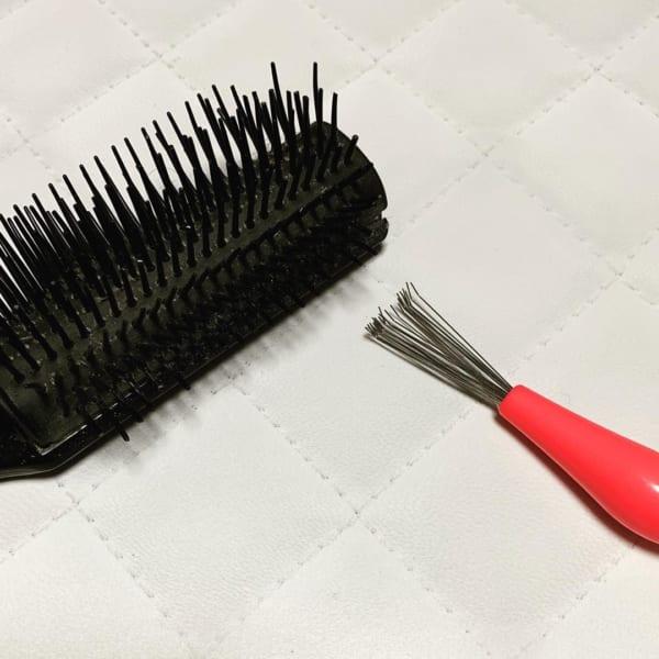 ブラシの毛を取るヘアブラシクリーナー