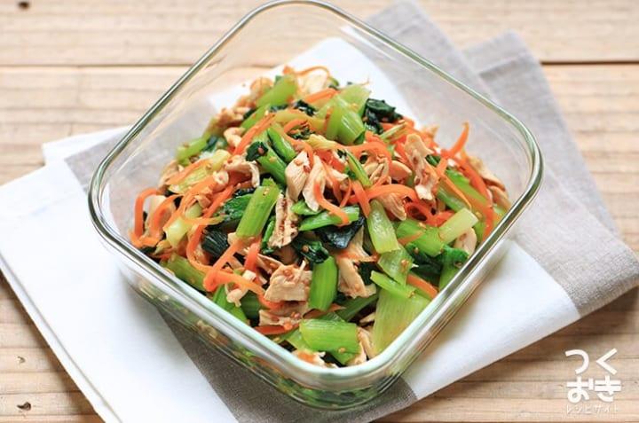 人気のおつまみレシピ!ささみと小松菜の胡麻和え