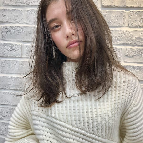 面長×前髪なしミディアム×暗髪ベージュ